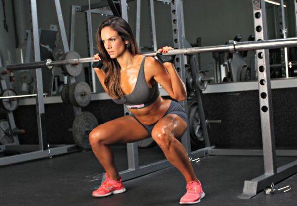 knees hurt during squat