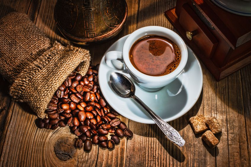 """4 Caffeine Benefits & BS """"Facts"""" That Justify Your Addiction"""