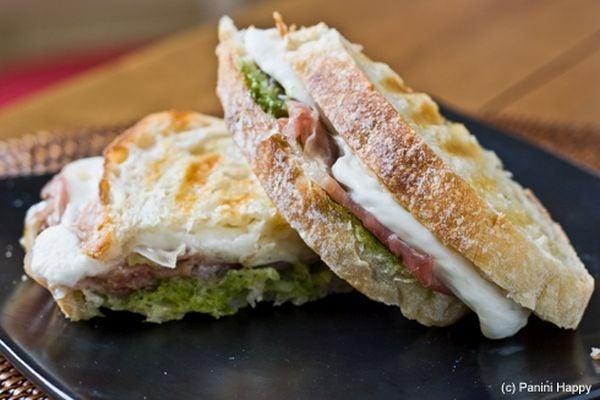 Prosciutto-mozzarella-sandwich