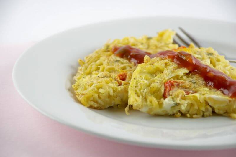 healthy ramen noodles omelette
