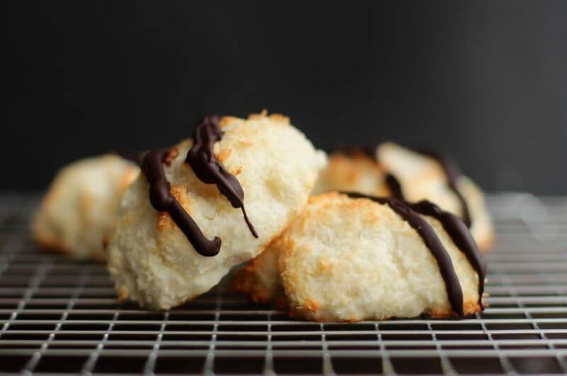coconut macaroon cookie