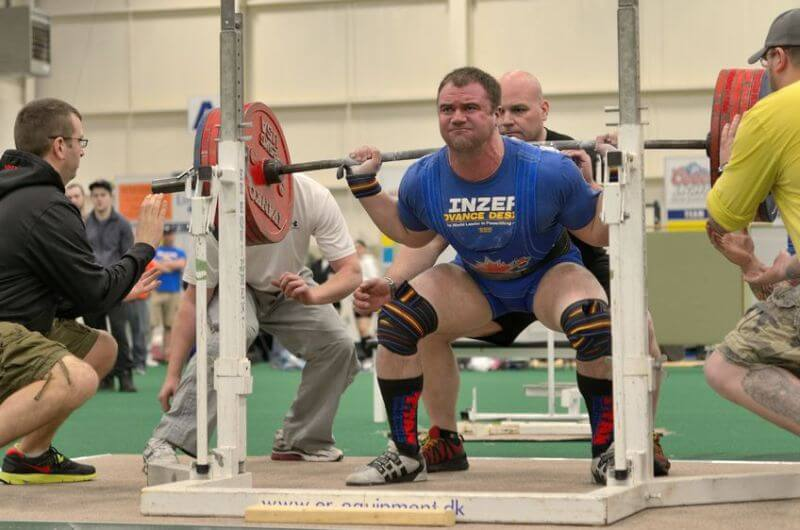 squatting with weightlifting belt