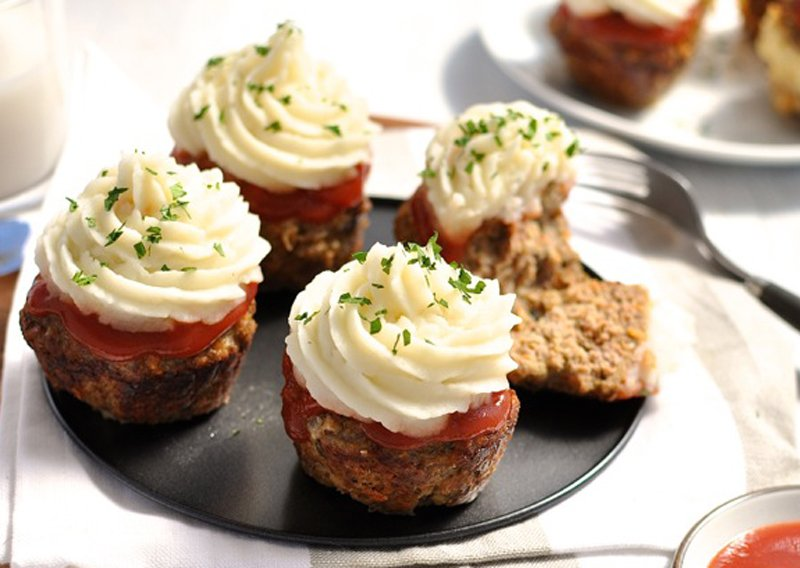 Meatloaf-Cupcakes-Mashed-Potato