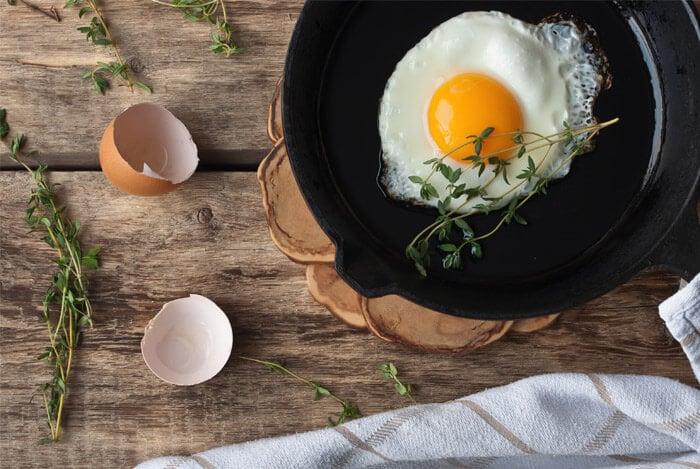 eggs fry pan