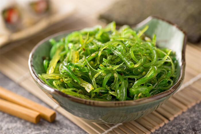 edible seaweed plate chop sticks