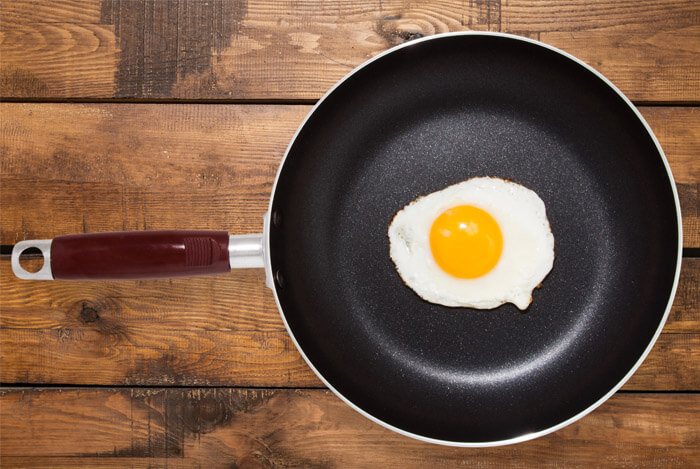 egg in non stick pan