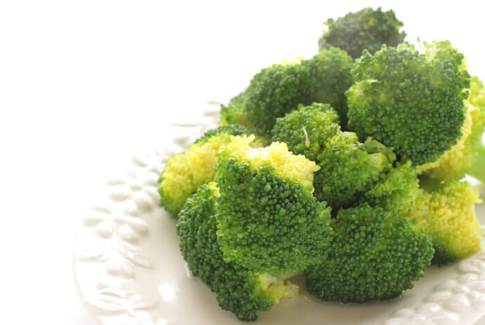 Steamed Broccoli with Olive Oil, Garlic, and Lemon