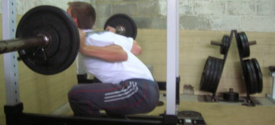 how to squat with back straight